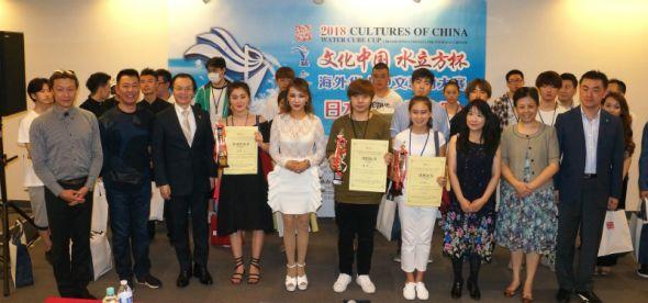 获奖选手与参赛者、评委等合影